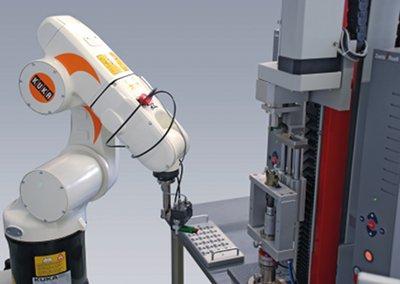 KUKA robot checks insulin pen quality